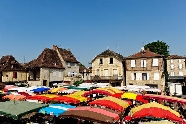 Bretenoux market