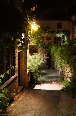 Saint-Cirq Lapopie little street by night