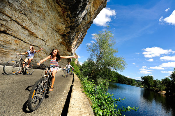Cycle touring along the Dordogne river