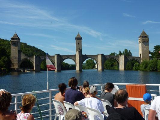 Croisière devant le Pont Valentré de Cahors