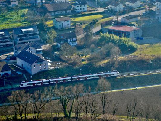 Blick vom Muggenberg auf die Bahn bei Duggingen