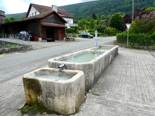 Alte Dorfbrunnen in Châtillon