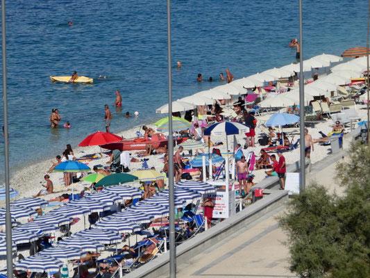 Strand unterhalb vom Hotel