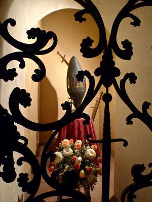 Symbol des Felsen, in dem das Schwert von San Galgano steckt