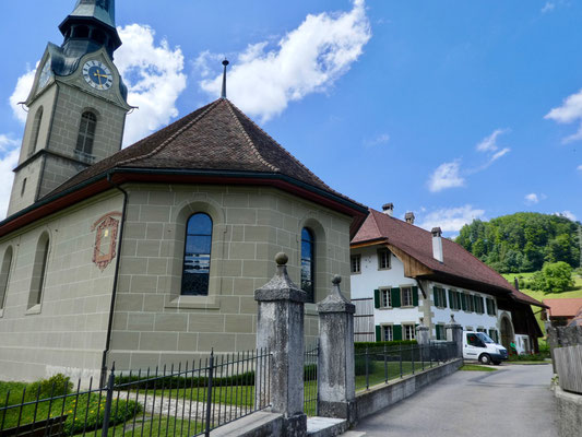 Kirche und Pfarrscheune