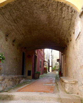 Im Dorf Montemarcello