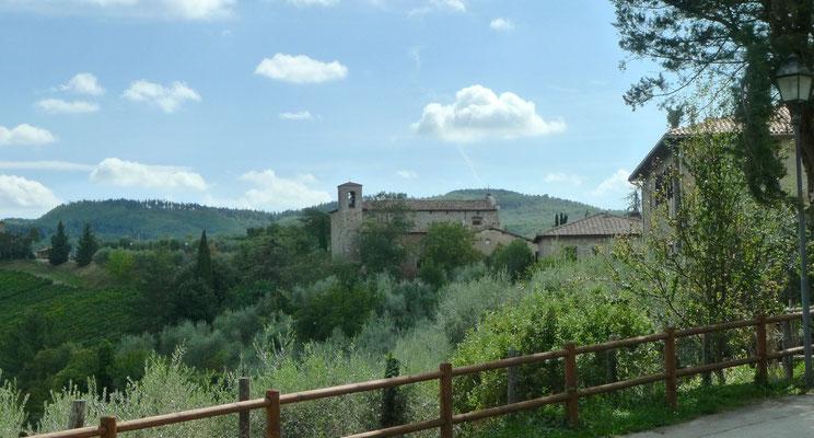 Blick von der Burg zur Kirche in Castagnoli