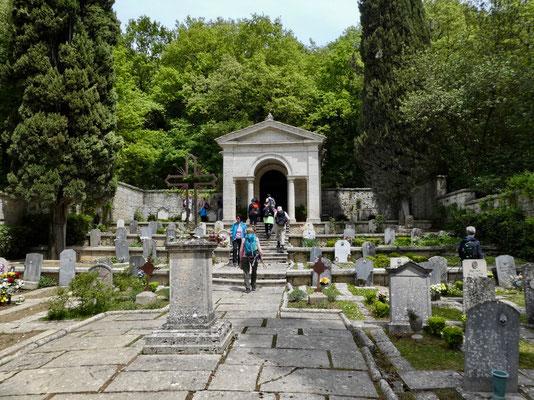 Friedhof, weit ab von einer Siedlung