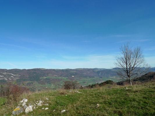 Blick ins Tal und auf die zweite Jurakette
