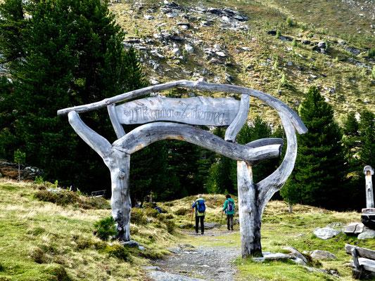 Das Tor zum Zirbenweg