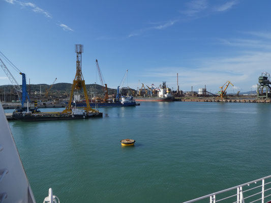Ausfahrt aus dem Hafen von Piombino
