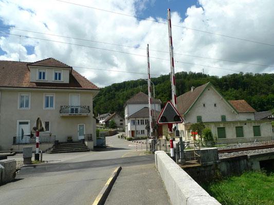 Bahnübergang in Buix