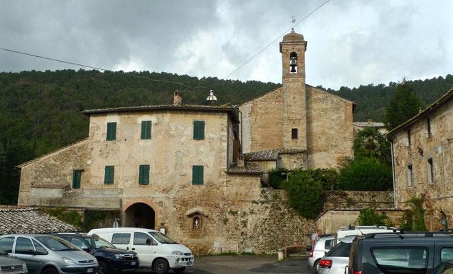 Piazza Centrale mit Kirche in Torri