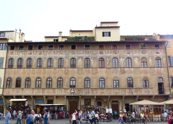 Schöne Fasade des Palazzo dell'Antella bei Piazza Santa Croce