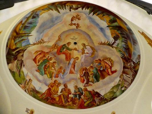 Deckengemälde im Chor der Kapelle