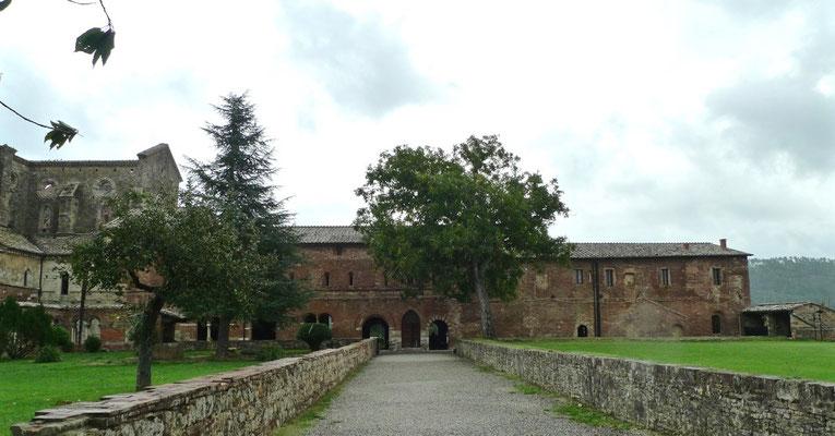 Noch intakter Teil des Klosters