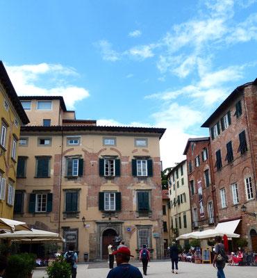 Piazza Cittadella mit  Maison natale de Puccin