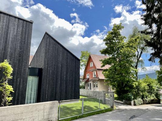 Architektonischer Kontrast in Delsberg