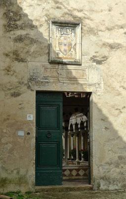 Eingang Kreuzgang in Torri