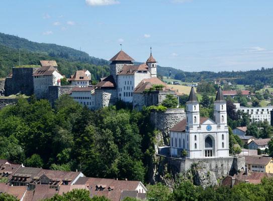 Mächtige Festung und Kirche