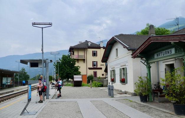 Auf dem Bahnhof von Naturns
