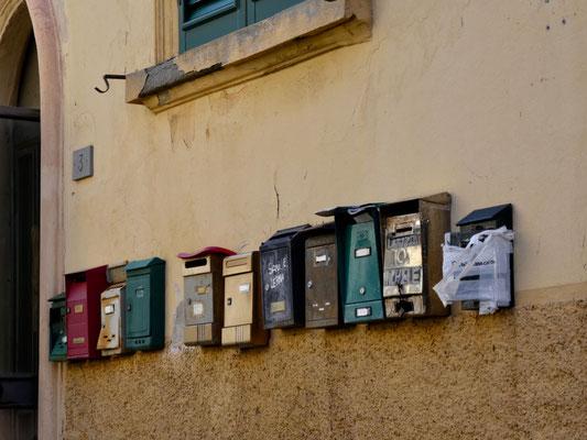 Briefkästen in der Via Hugo