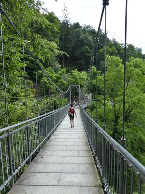 Hängebrücke oberhalb Gratsch