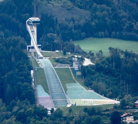 und der Skisprungschanze Bergisel
