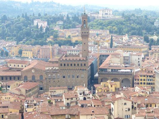 Palazzo Vecchio und rechts oben vom Turm das Forte di Belvedere