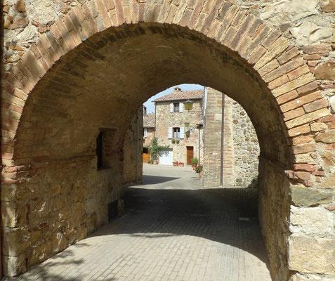 Durchgang zur Piazza della Fontana