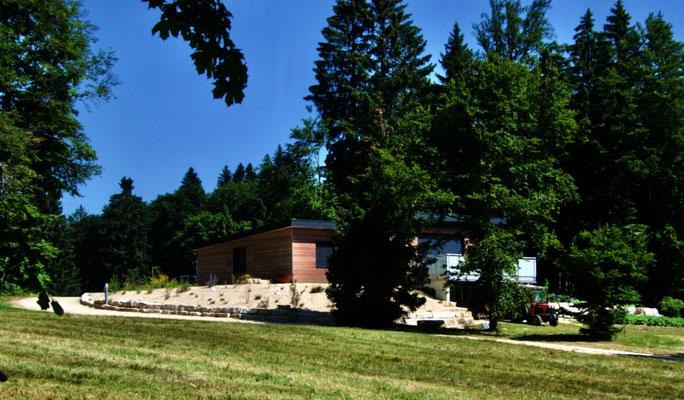 Schöne Ferienhäuser auf dem Montagne de Romont