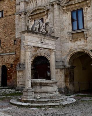 Pozzo dei Grifi e dei Leoni (Greif- und Löwen-Brunnen)