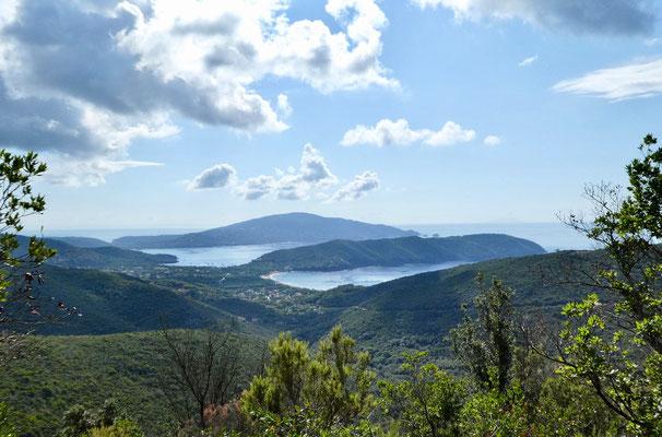 Blick auf Golfo di Lacona vorne und hinten Golfo Stella