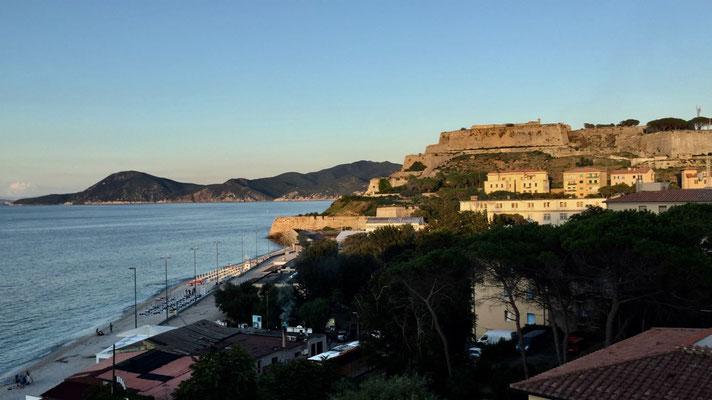 Blick aus dem Hotel auf die Forte Falcone