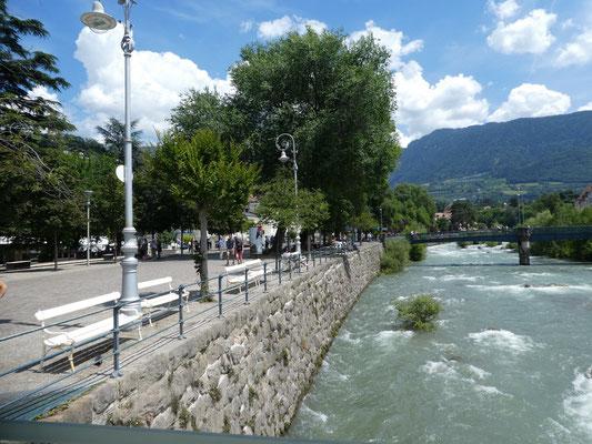 Promenade am Fluss Passer