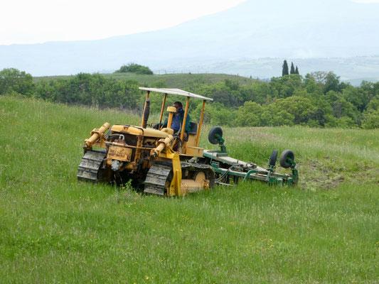 Aufwendige Lockerung des Lehmbodens