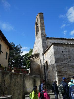 Kirchturm und Apsis