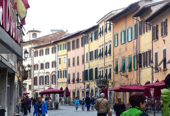 Die Via santa Maria, auf dem Weg zur Piazza dei Cavalieri