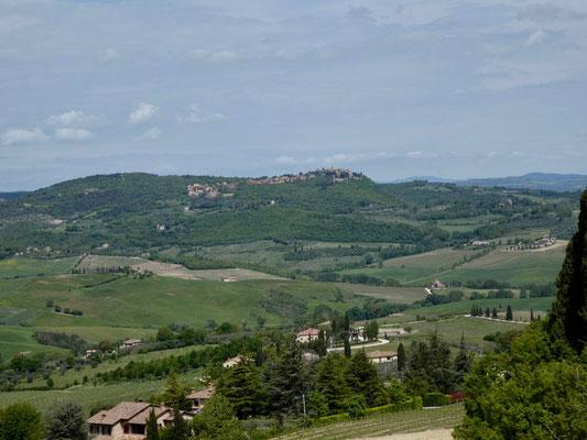 Schöne Landschaften mit Blick auf Montefollonico