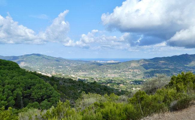 Blick vom Aufstieg zum Monte Calamita bis nach Portoferraio