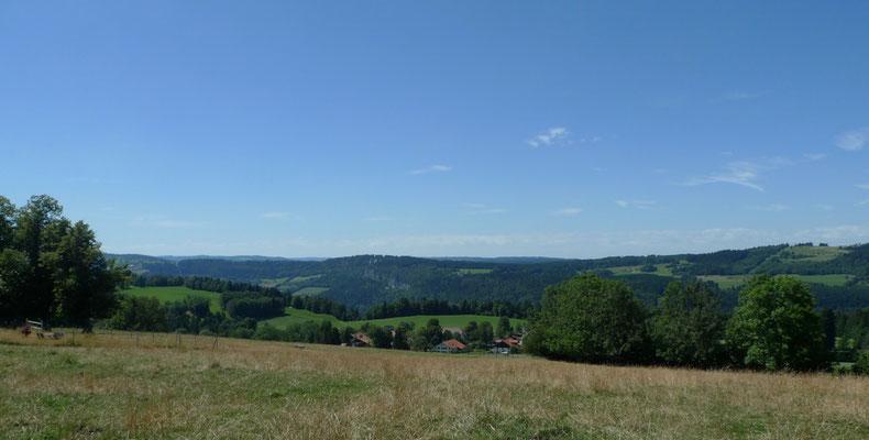 Blick über das Doubs-Tal nach Frankreich