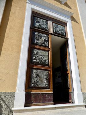 Pforte der Kirche von Porto Azzurro