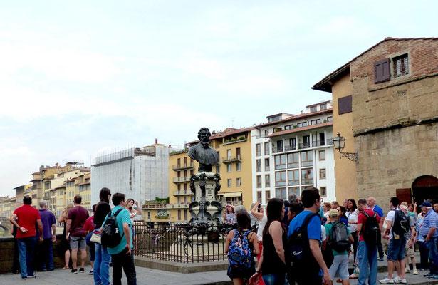Benvenuto Cellini-Büste auf der Westseite des Ponte Vecchio