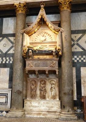 Das Grabmonument für Johannes XXIII in der Taufkirche