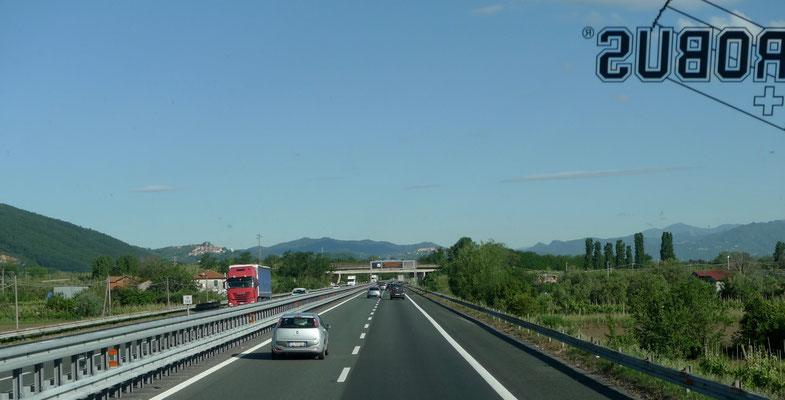 Wolkenloser Himmel auf dem Weg nach La Spezia