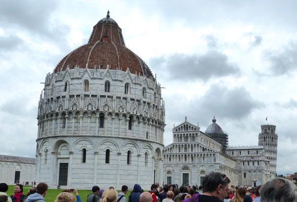 Erster Blick auf Pisas Touristenmagnet