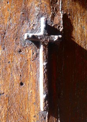 Kleines Kreuz an der Kirchentür