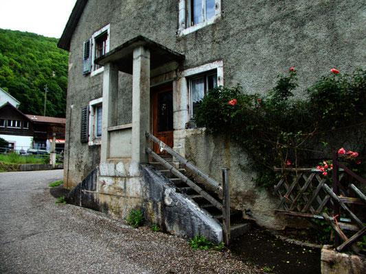 Altes Schulhaus in Montmelon Dessus