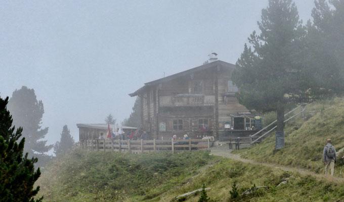 Boschebenhütte noch im Nebel