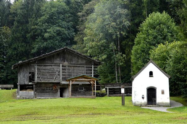 Hauskapelle / Stall und Heuschober
